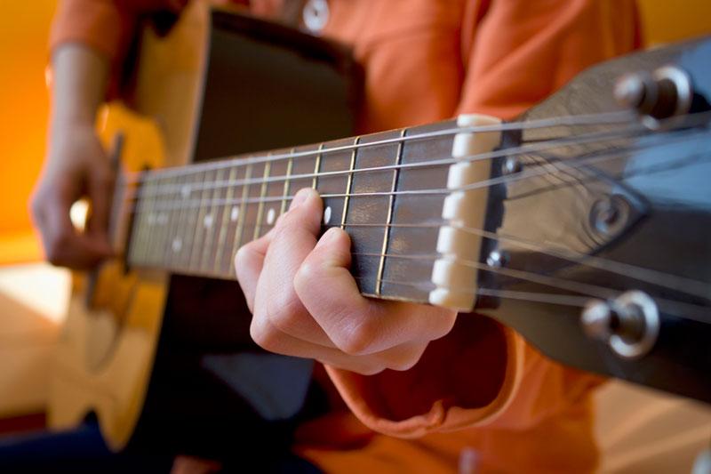 wee-ones-club-guitar