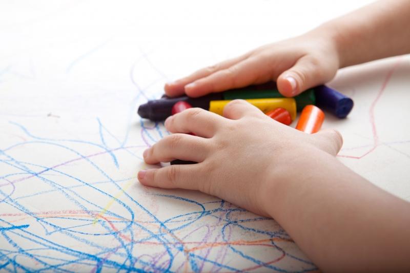 boy hands crayons